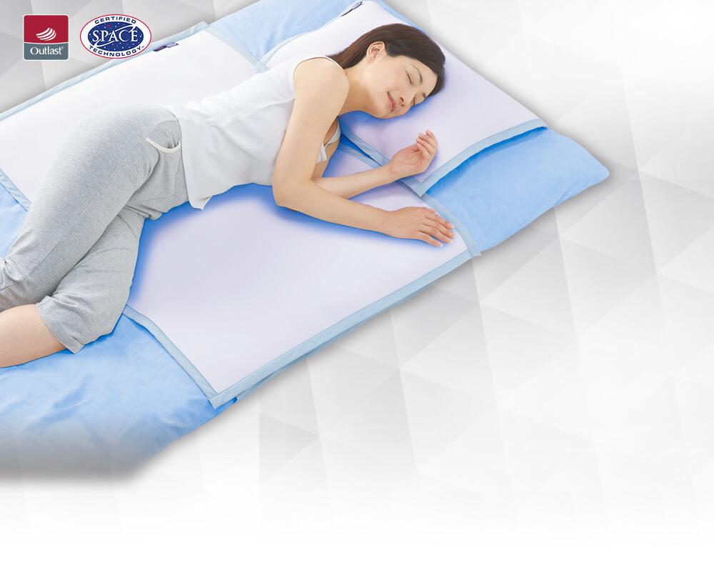 「アウトラスト(R)ウルトラプラチナム」の商品画像 涼しげな表情で寝転ぶ女性の写真